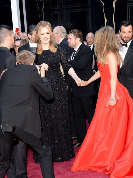 Adele and Jennifer Aniston hold hands at the Oscar