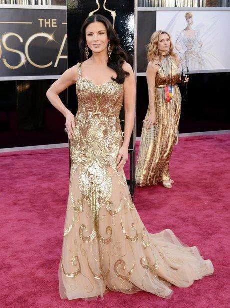 Catherine Zeta-Jones attends the Oscars 2013 red carpet