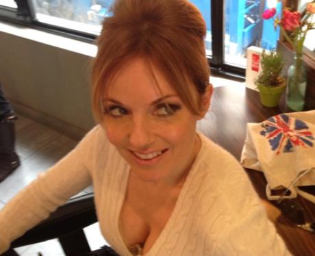 Geri Halliwell in Twitter selfie