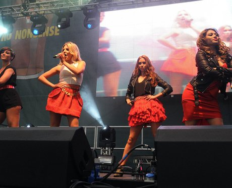 The Saturdays perfroms without Rochelle