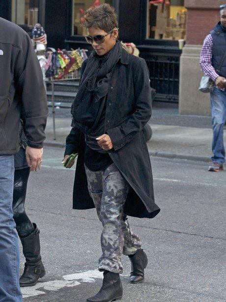 Halle Berry pregnant New York