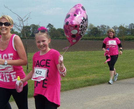 Heart Cheering Zone at Aylesbury Race for Life 19/