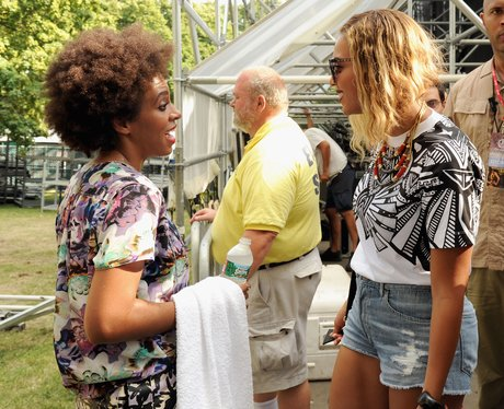 Solange and Beyonce backstage