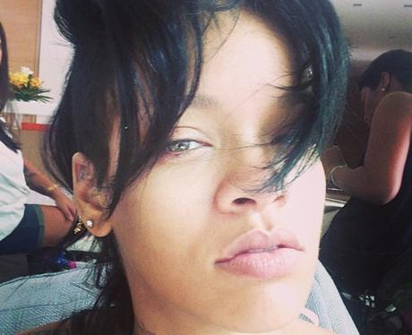 Rihanna wearing no make-up in selfie