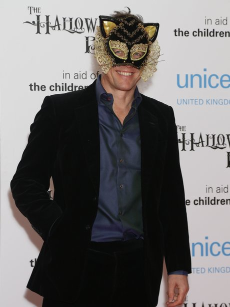 hugh grant wearing a cat mask for halloween