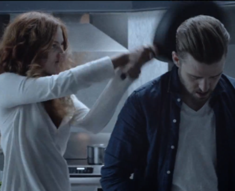 Justin Timberlake gets hit over head with saucepan