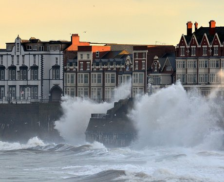 waves hit whitley bay