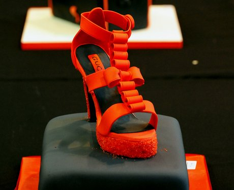 A red high hell cake