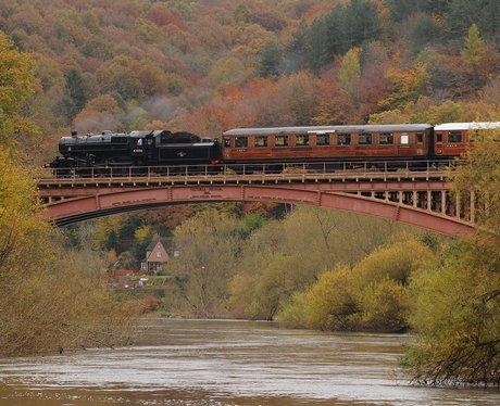 steam engine over severn valley
