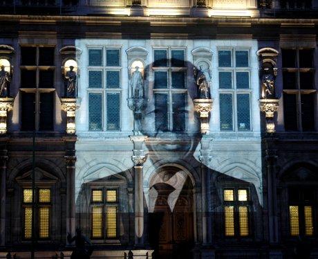 mandela image projected in paris