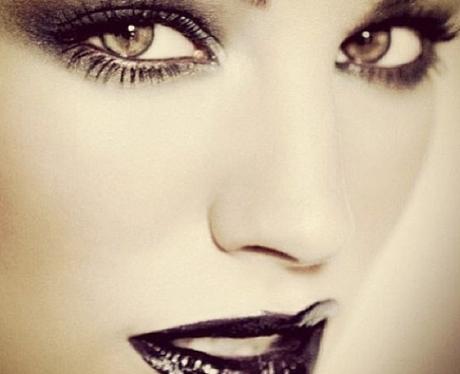 Kelly Brook close up in striking makeup
