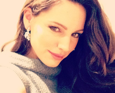 Kelly Brook wears minimum makeup