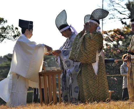 People in traditional Japanese clothes