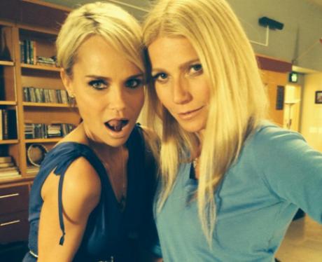 Gwyneth Paltrow and Kristin Chenoweth pose