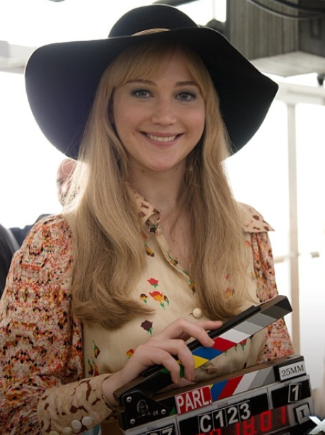 jennifer lawrence with wide rimmed hat