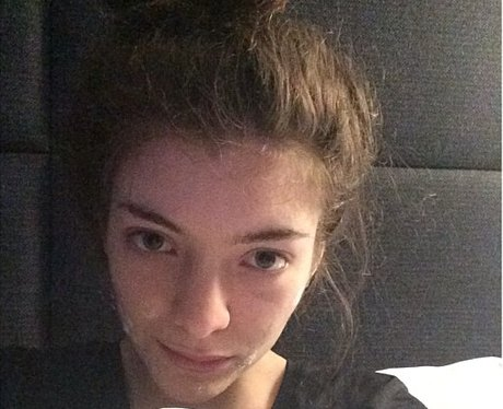 lorde in bed with no makeup