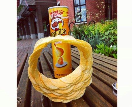 A circle of Pringle crips