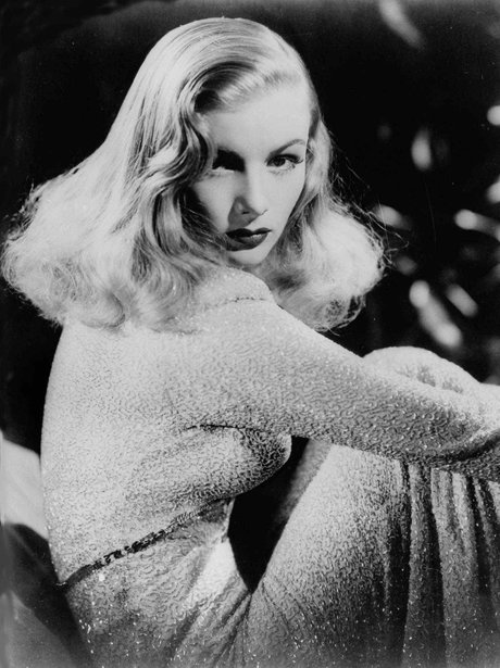 Veronica Lake looking into the camera