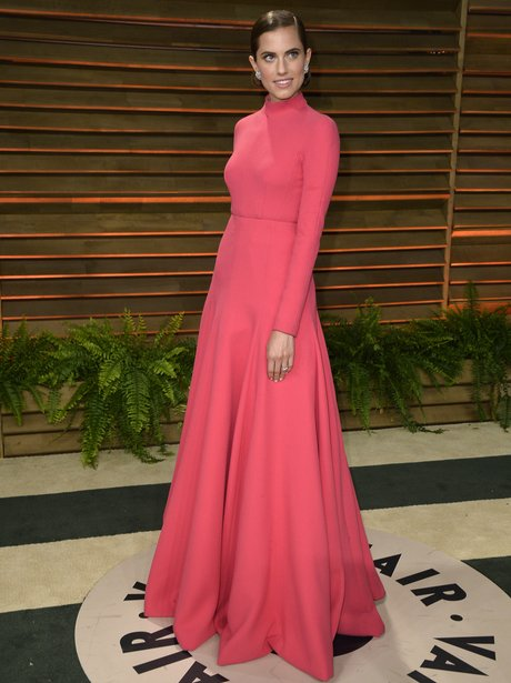 Alison Williams in a pink dress at Oscars 2014