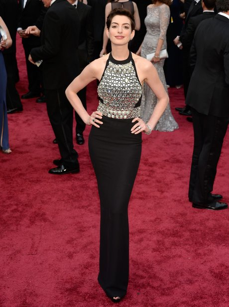 Anne Hathaway in a black and silver dress at the Ocars 2014 on the red carpet