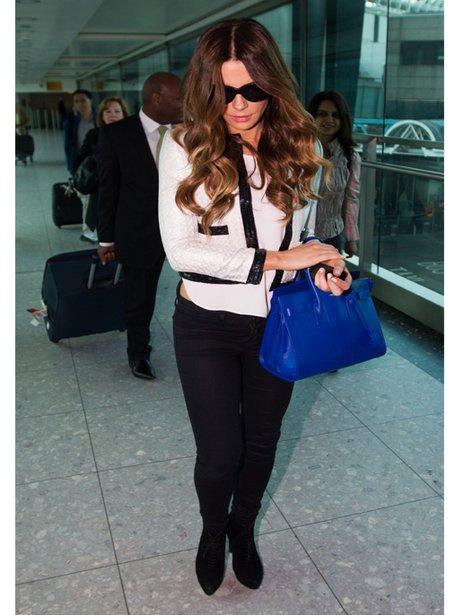 Kate Beckinsale with an electric blue handbag