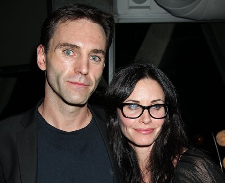 Johnny McDaid and Courtney Cox posing