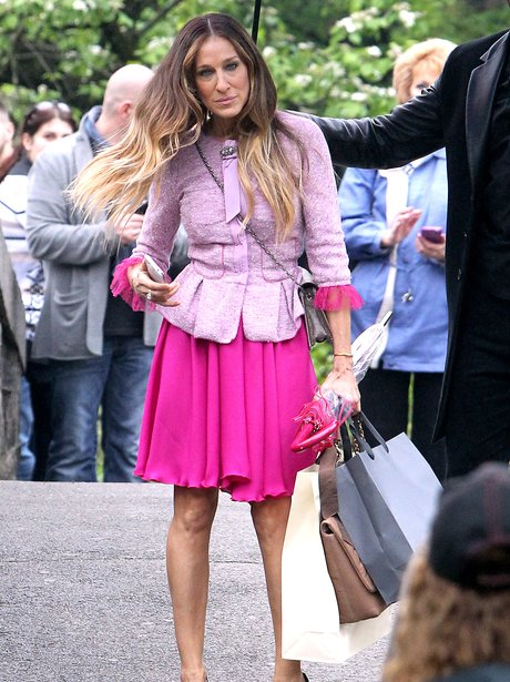sarah jessica parker in pink outfit