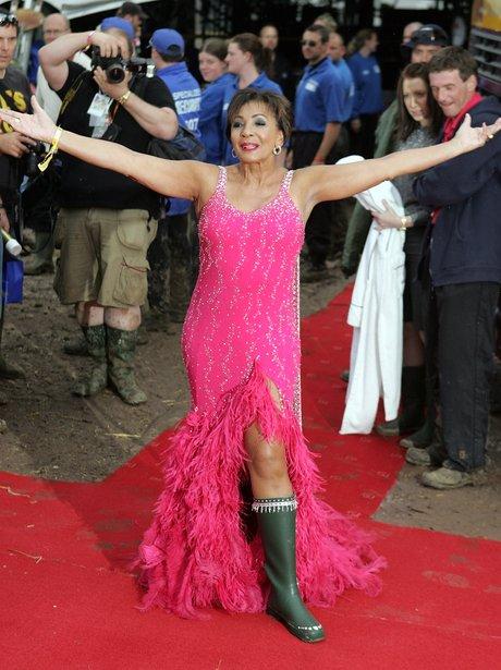 Shirley Bassey wears wellies at Glastonbury