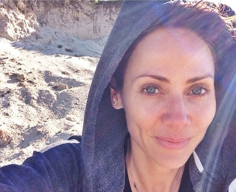 Natalie Imbruglia bare faced on the beach