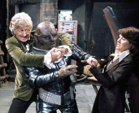 Jon Pertwee fighting a Sontaran in Doctor Who