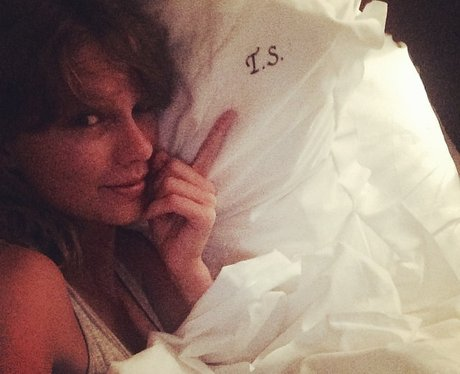 taylor swift in bed