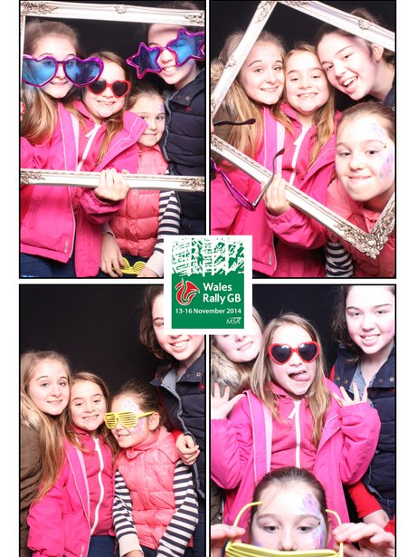girls in photobooth