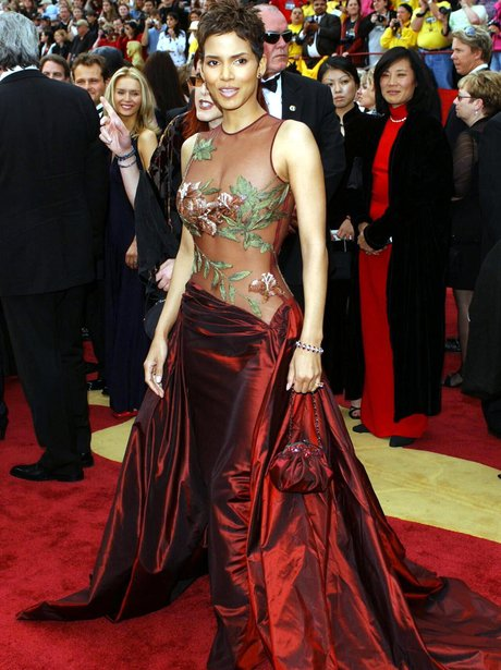 Halle Berry In Elie Saab 15 Of The Most Iconic Oscar Dresses Ever Heart
