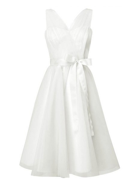 Short white dress with a clinched waist
