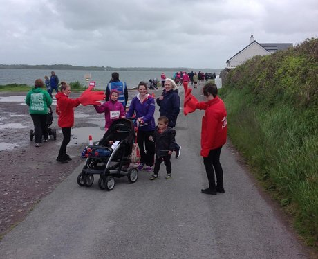 heart angels high fiving the runners