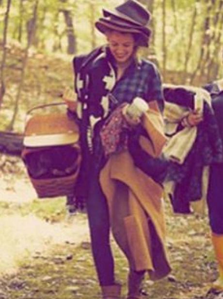 blake lively hat picnic instagram