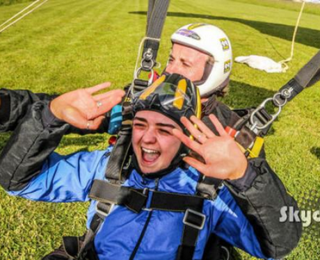 Maisie Williams skydive