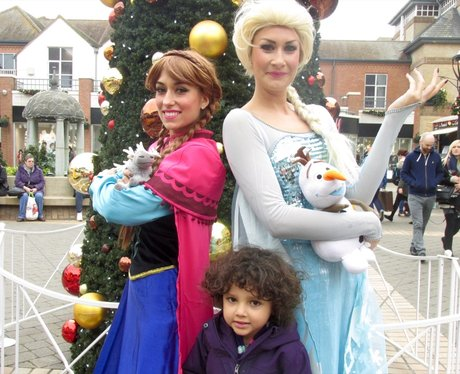 Ana and Elsa took time out of their schedule to ma
