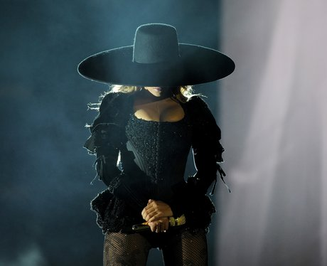 Beyonce wearing a big rimmed black hat