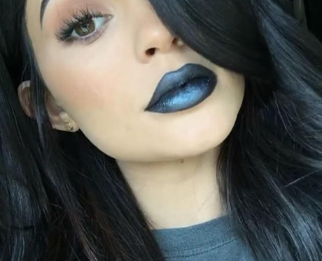 Kylie Jenner debuts new lip colour for the Summer