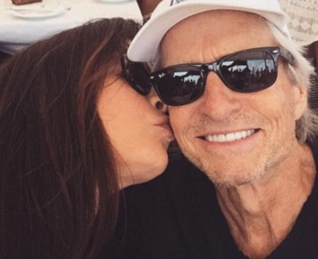 Catherine Zeta-Jones kisses Michael Douglas