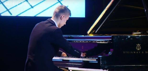 This Teenager Playing Piano Despite Having No Hand