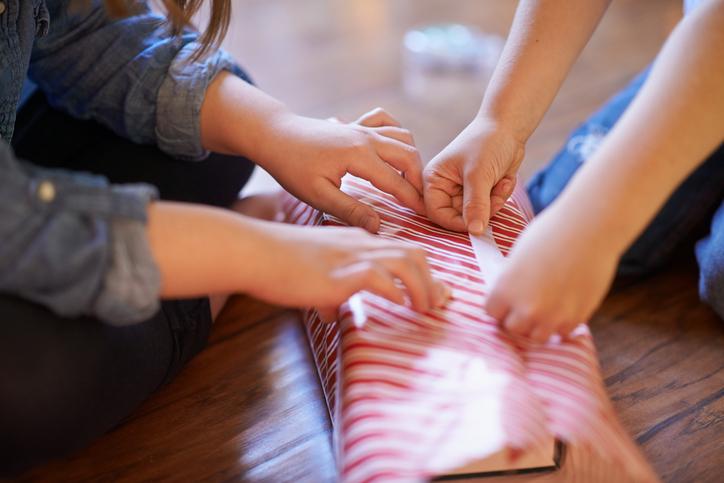 Christmas present wrapping game