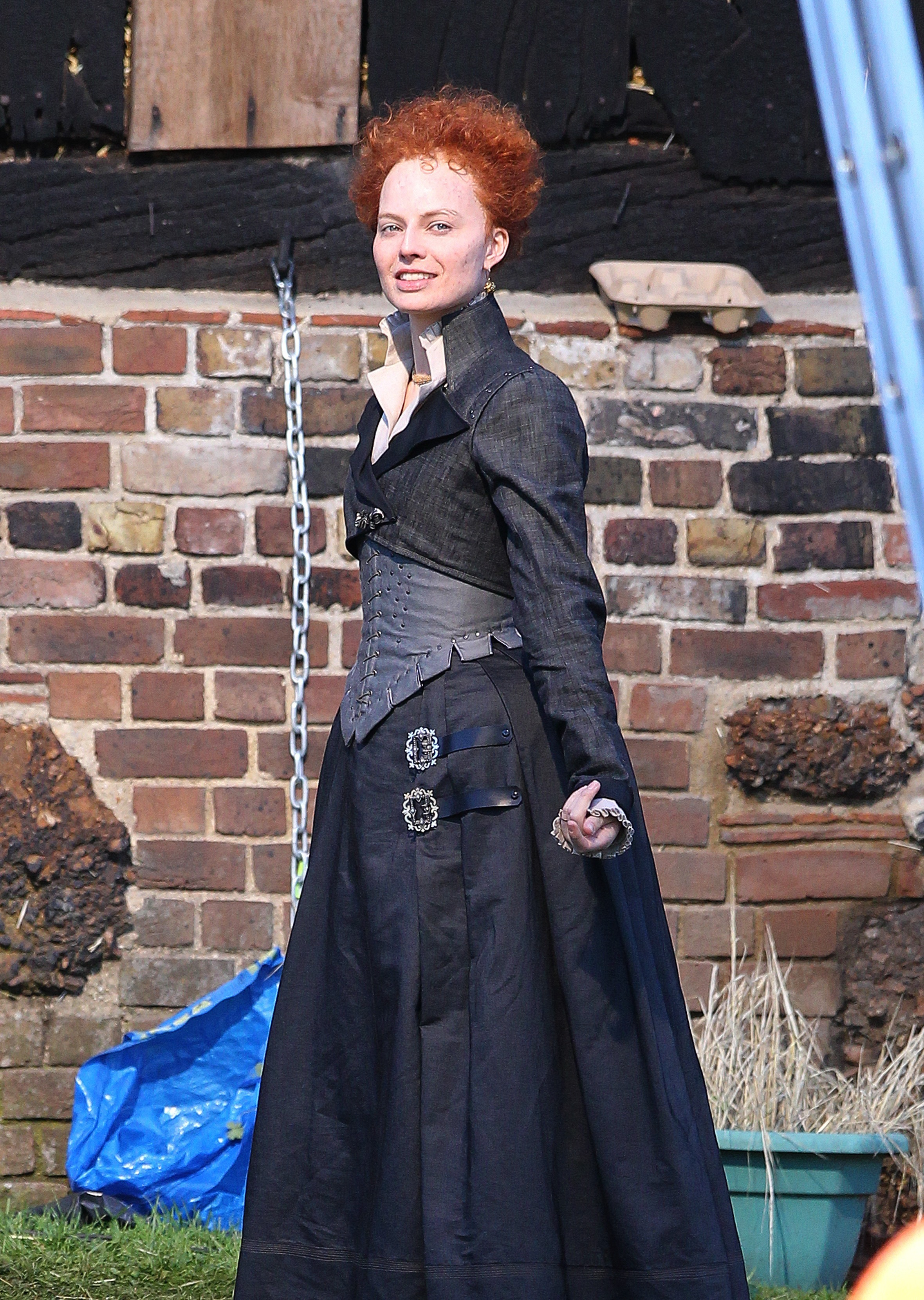 Margot Robbie as Queen Elizabeth filming Mary Quee