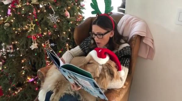 Jennifer Garner and Dog Birdie read christmas book