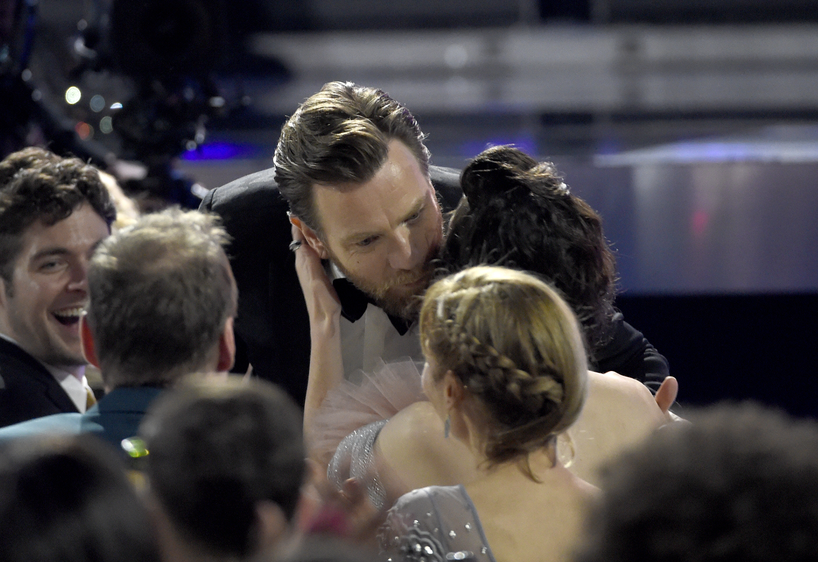 Ewan McGregor kisses Mary Elizabeth Winstead at Go