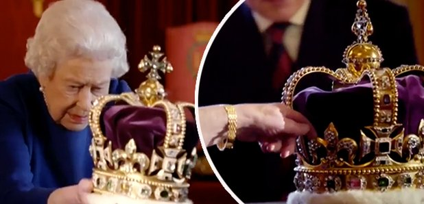 You Need To See The Queen Manhandle The Crown Jewels In Hilarious Video