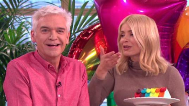 Holly Willoughby Makes Big Blunder After Birthday Drinks ...
