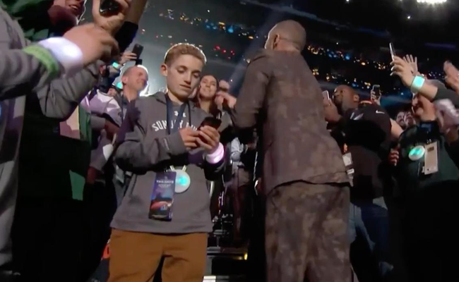 1fc02c934 Justin Timberlake s  Selfie Kid  Is HILARIOUS Highlight Of Super ...