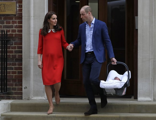 Kate Prince Moment Birth Shared And Louis William Pda Of After htQdrs